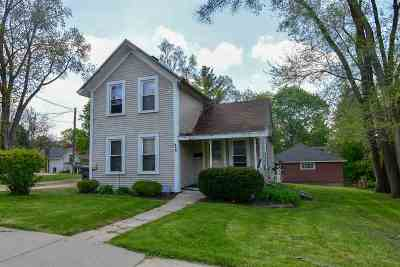 Stoughton Single Family Home For Sale: 925 Clay St
