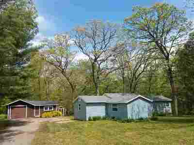 Baraboo WI Single Family Home For Sale: $109,000