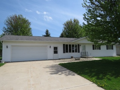 Dodge County Single Family Home For Sale: 216 Forest St