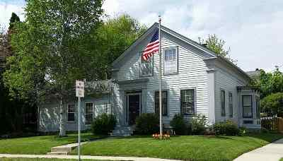 Stoughton Single Family Home For Sale: 600 W Main St
