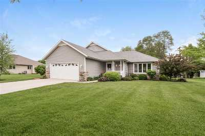 Stoughton Single Family Home For Sale: 2000 Hilldale Ln
