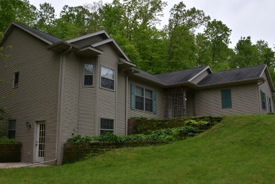 Richland Center Single Family Home For Sale: 27171 Hwy 80