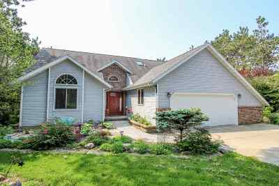 Cambridge Single Family Home For Sale: W8871 Deer Run Tr