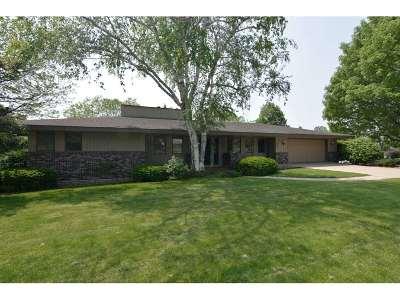 Mount Horeb Single Family Home For Sale: 1401 E Garfield St