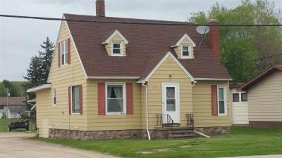 Baraboo Single Family Home For Sale: 320 Linn St