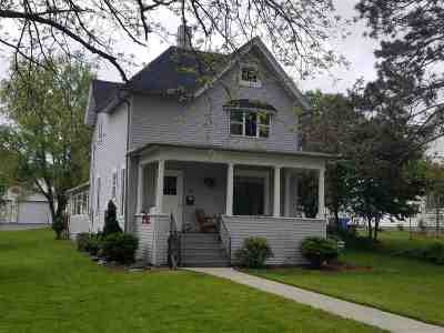 Baraboo Single Family Home For Sale: 506 3rd St