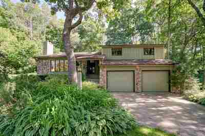 Dane County Single Family Home For Sale: 5854 Woods Edge Rd