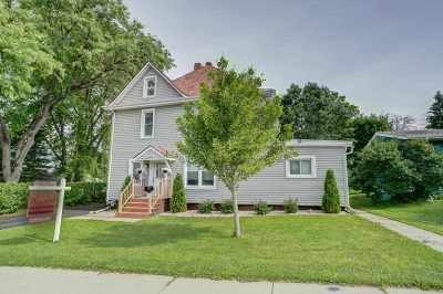 Stoughton Single Family Home For Sale: 208 Isham St