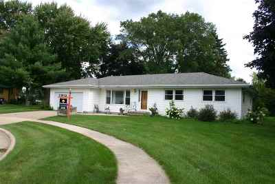 Waunakee Single Family Home For Sale: 206 7th St