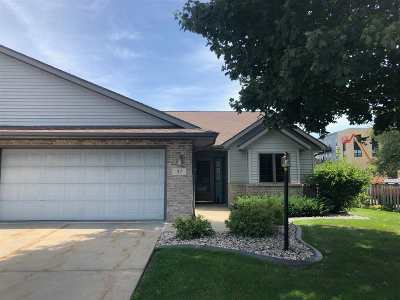 Waunakee Condo/Townhouse For Sale: 37 Village Homes Dr