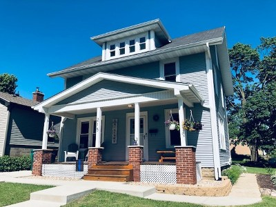 Mount Horeb Single Family Home For Sale: 215 S 6th St