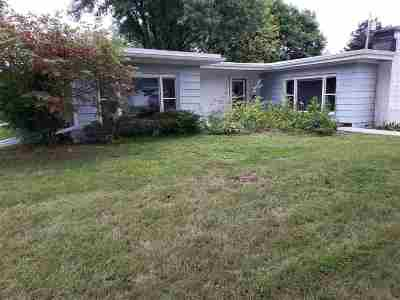 Baraboo Single Family Home For Sale: 720 Jefferson St