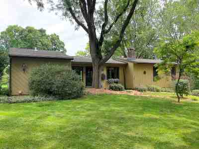 Stoughton Single Family Home For Sale: 2068 Yahara Dr