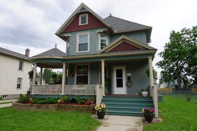 Janesville Single Family Home For Sale: 469 N Terrace St