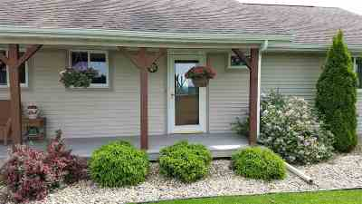 Iowa County Single Family Home For Sale: 850 Log Town Rd