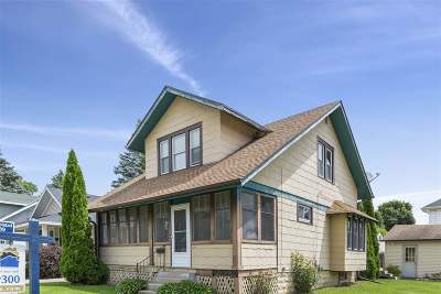 Janesville Single Family Home For Sale: 633 S Fremont St
