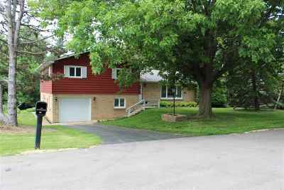 Beloit Single Family Home For Sale: 2768 S Mohican Dr