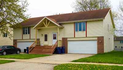 Janesville Condo/Townhouse For Sale: 4410 Woodgate Dr