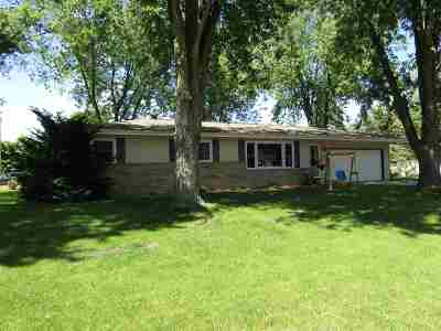 Janesville Single Family Home For Sale: 3211 Royal Rd