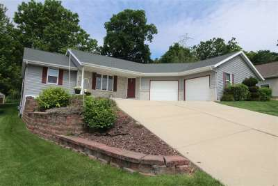 Janesville Single Family Home For Sale: 1409 Winchester Pl