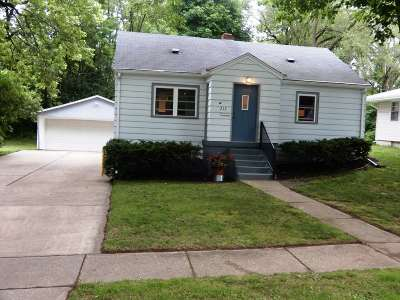 Edgerton Single Family Home For Sale: 212 Dorow Ave