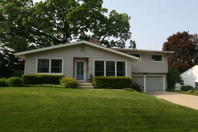 Dane County Single Family Home For Sale: 4917 Holiday Dr