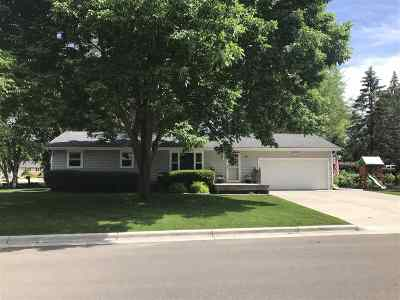 Dane County Single Family Home For Sale: 1605 Woodsend Ct