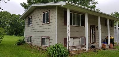 Richland Center Single Family Home For Sale: 690 Cairns Ave