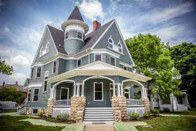 Beloit Single Family Home For Sale: 802 Park Ave