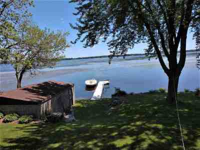 Jefferson County Single Family Home For Sale: N6482 Shorewood Hills Rd