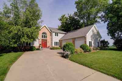 Stoughton Single Family Home For Sale: 1608 Kings Lynn Rd