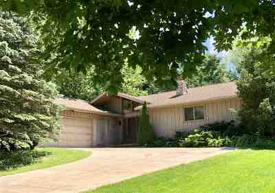 Dane County Single Family Home For Sale: 13 Oxwood Cir