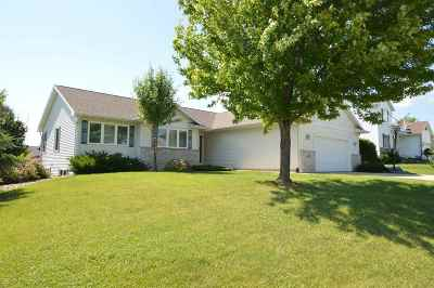 Sun Prairie Single Family Home For Sale: 106 Cobham Ln