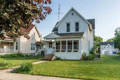 Baraboo WI Single Family Home For Sale: $175,000