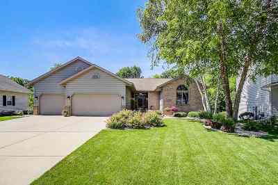 Waunakee Single Family Home For Sale: 132 Fairbrook Dr
