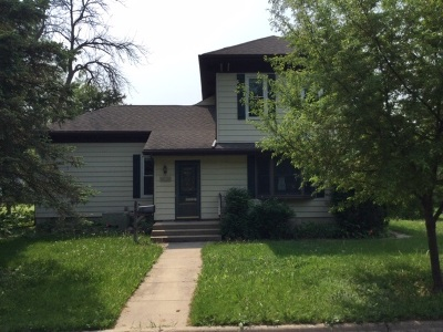 Walworth County Single Family Home For Sale: 216 N Queen St