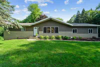 Sun Prairie Single Family Home For Sale: 2880 Horseshoe Dr