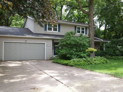 Madison Single Family Home For Sale: 1749 Camelot Dr