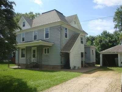 Platteville Single Family Home For Sale: 921 E Madison St