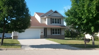 Stoughton Single Family Home For Sale: 1900 Hilldale Ln