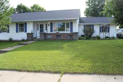 Sauk County Single Family Home For Sale: 1945 Sunset Dr