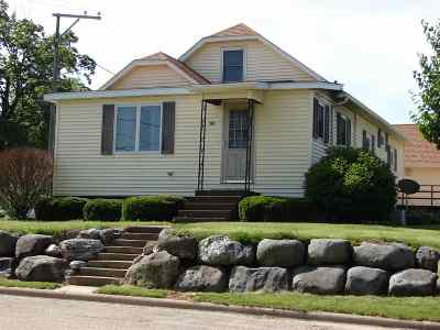 Iowa County Single Family Home For Sale: 201 W Parry St