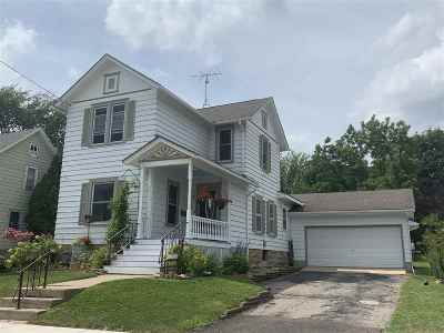 Columbus Single Family Home For Sale: 218 S Water St