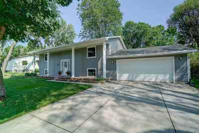 Waunakee Single Family Home For Sale: 303 Simon Crestway