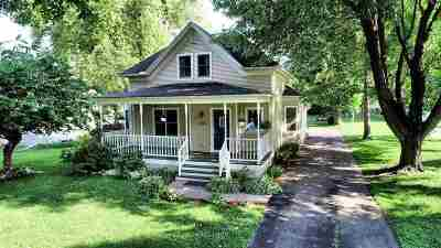 Baraboo WI Single Family Home For Sale: $210,000