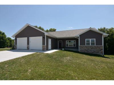 Sauk County Single Family Home For Sale: 1046 Hay Creek Tr