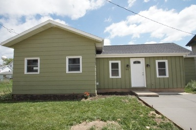 Iowa County Single Family Home For Sale: 101 North St