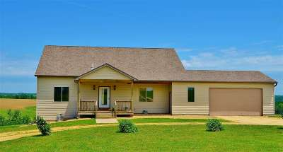 Lancaster WI Single Family Home For Sale: $450,000