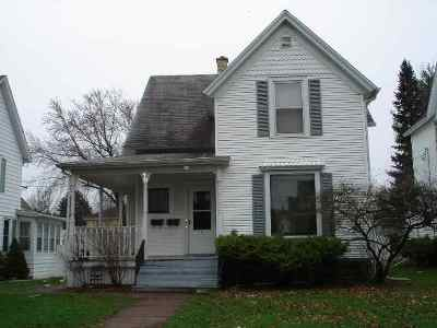 Baraboo WI Single Family Home For Sale: $149,900