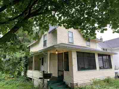 Columbus Single Family Home For Sale: 139 W School St